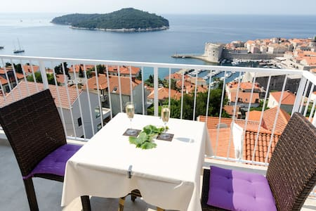 Luxury Apartment With Balcony (A2)
