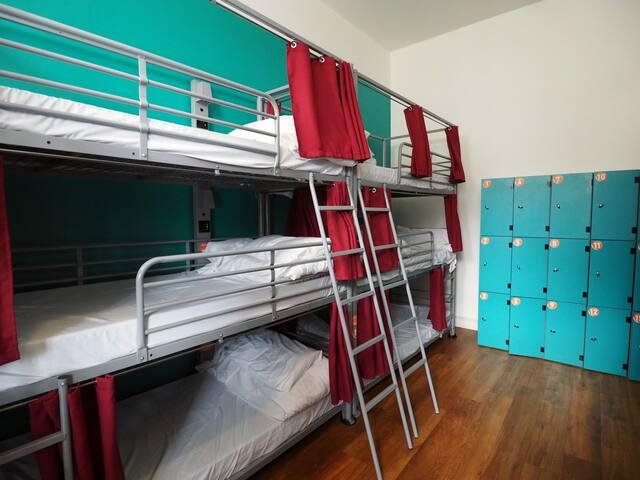 St Christopher's Inn 12 Bed Dorm Ensuite
