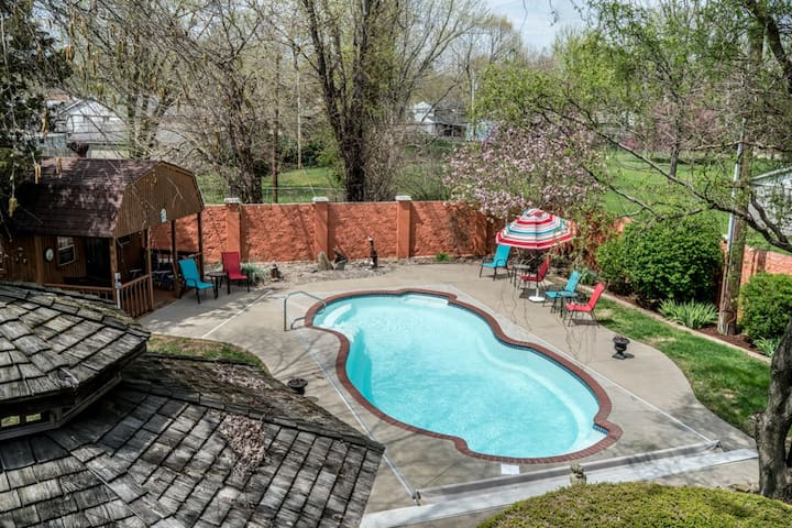 Private Pool & Hot Tub are open!