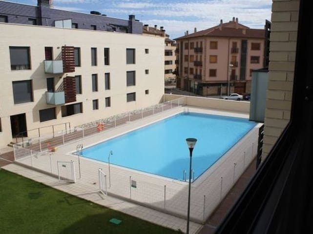 In Navarra with pool facilities