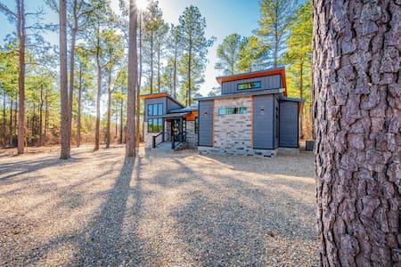 "BRAND NEW ""Boho Bungalow"" HIGH LUXE 2 Bedroom Cabin Near Broken Bow Lake!"