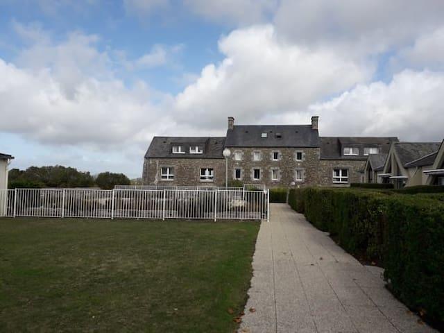 Montmartin-sur-Mer的民宿