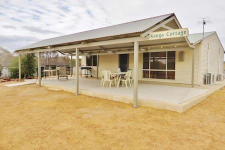 Kanga Cottage,Quiet Location(Entire Cottage )