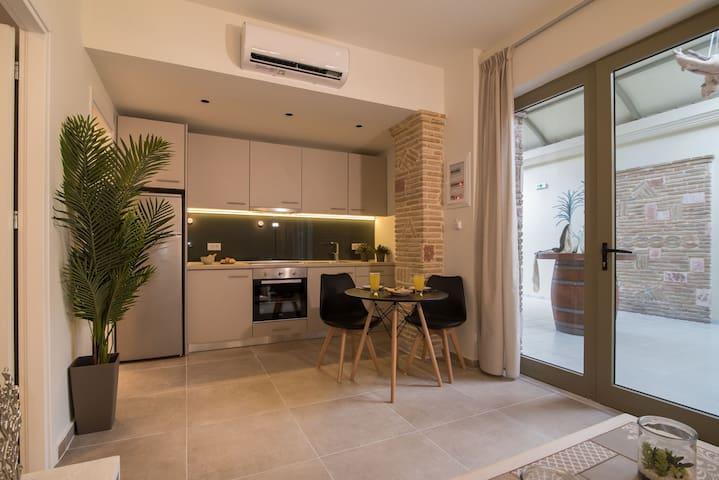 Lodge Apartments - 1 bedroom apartment Xanthippi