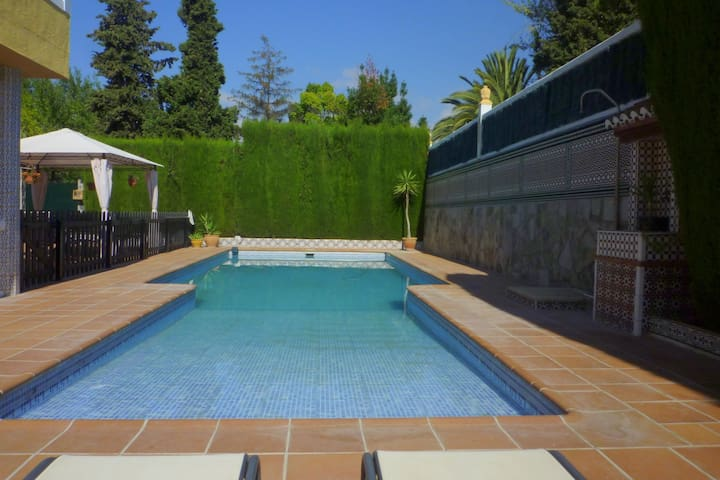 Modern Holiday Home in El Puntal with Swimming Pool