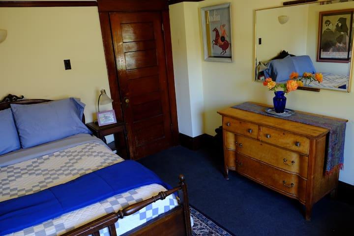 Berkeley ZenTu Garden Room  with Deck & View