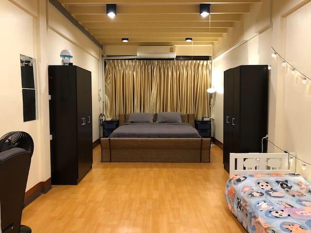 3 Floor Townhouse/Shophouse For Rent Bangrak