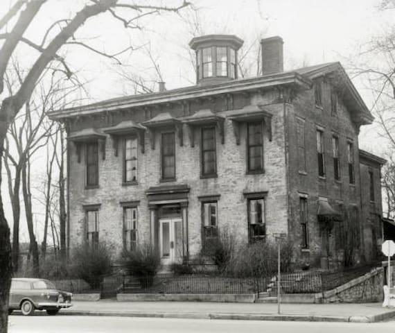 Historic Paris Sloan House 1850s