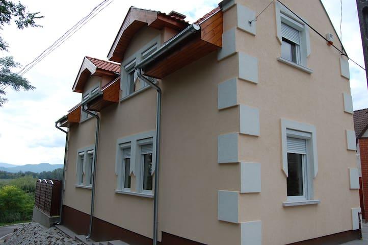 Dunakeszi的民宿