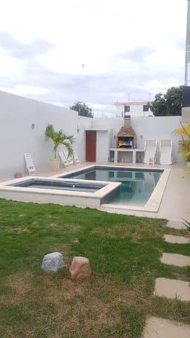 Villa con Piscina 4 Habitaciones