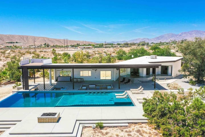 Indio Hills Desert Escape: salt water pool,spa,bbq