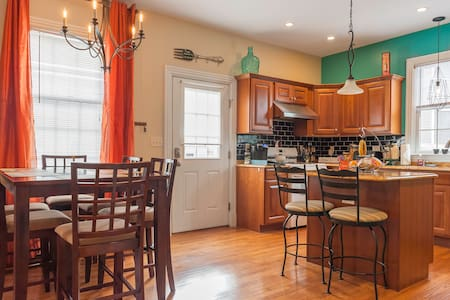 Welcoming, Spacious 3bed 2bath ★Trendy Townhome★