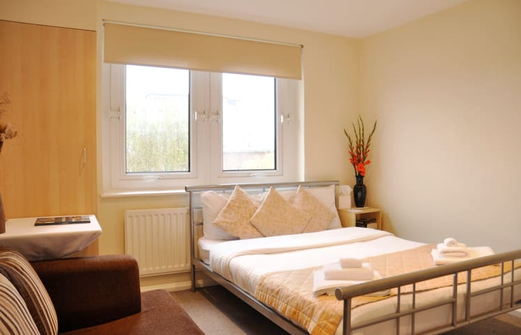 LUX City Centre Room with PARKING