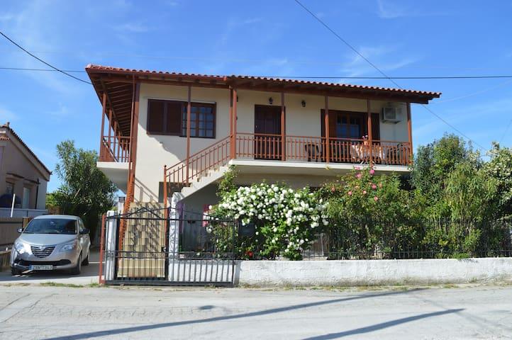 Ground floor apartment 400m from Vrachati beach