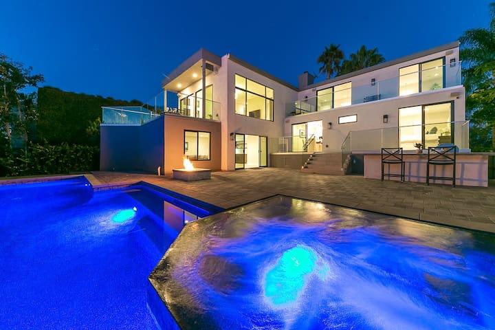 Modern Luxury Resort home with Ocean View & Pool