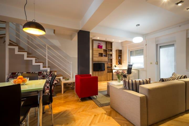 Urban Oasis - City Center Apartment