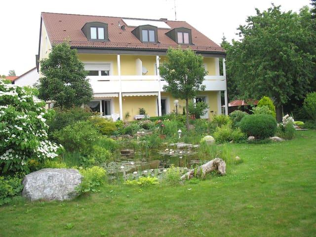 弗赖兴附近诺伊法尔恩的民宿