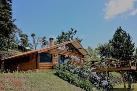 Log House Alpino - Adorável Log House 1500 mt alt.