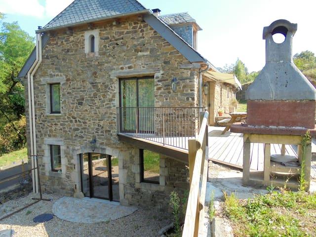 Castelnau-de-Mandailles的民宿