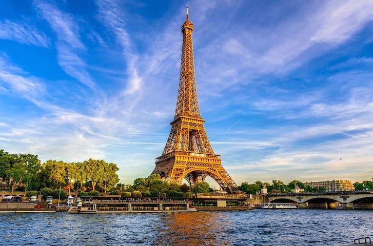 Pretty flat 2 minutes from Eiffel Tower