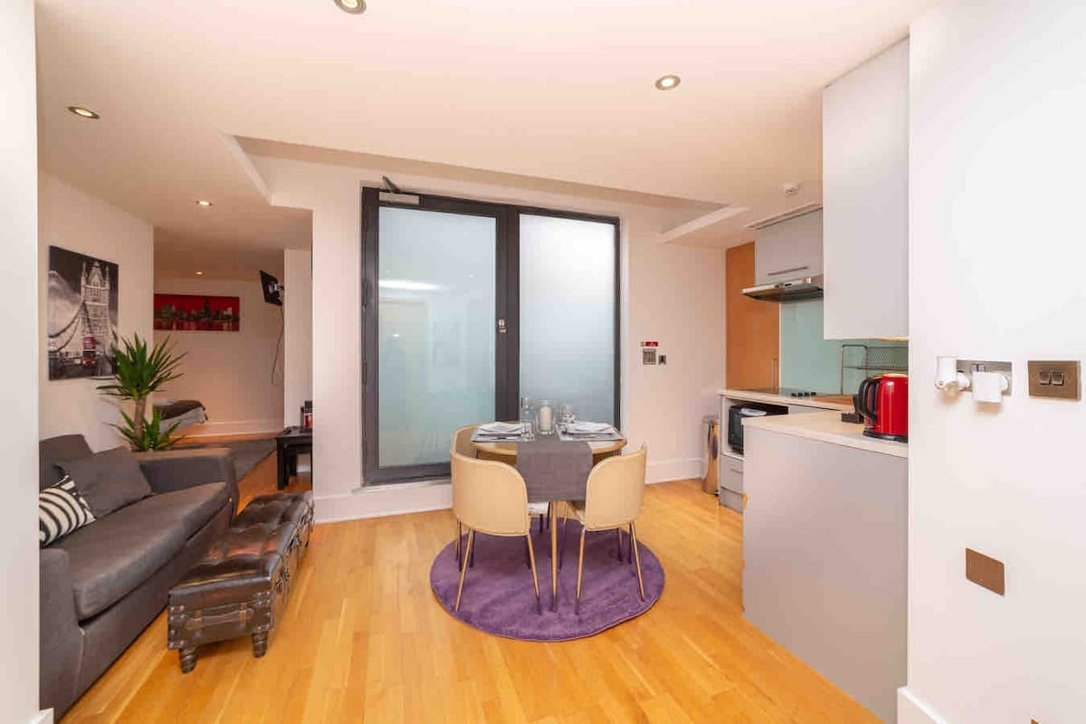 Piccadilly Circus!! Modern Studio with Balcony