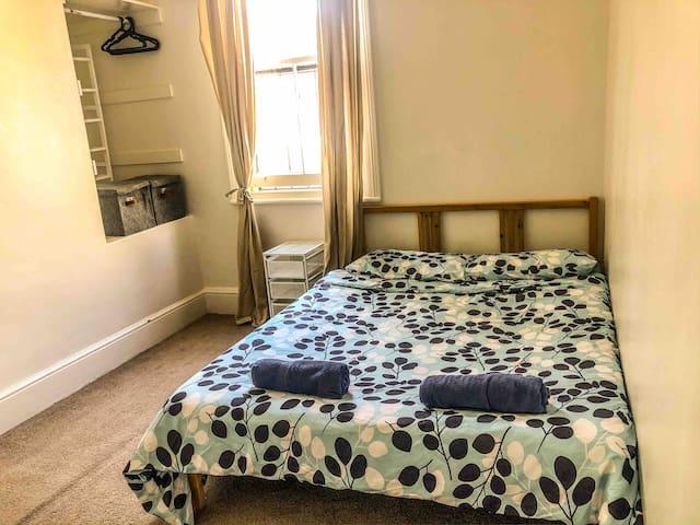 Cosy Room  + FREE Breakfast in Heart of Sydney
