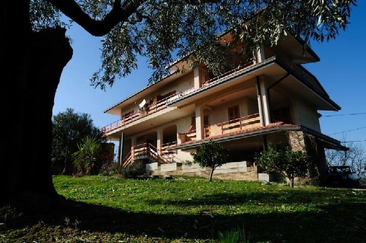 Loreto Aprutino的民宿