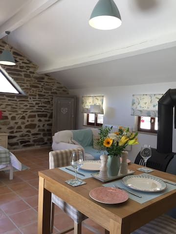 Saint-Jory-de-Chalais的民宿