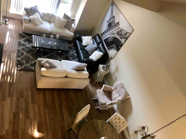 LUXURY AND BEAUTIFUL CONDO, 3 bed, bbq and more