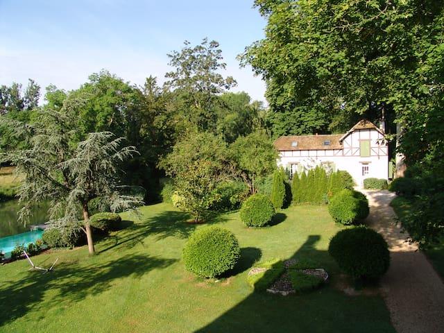 Montigny-sur-Loing的民宿