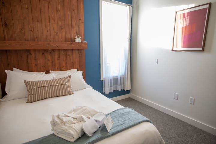 Residential Double Room w/Shared Bathroom