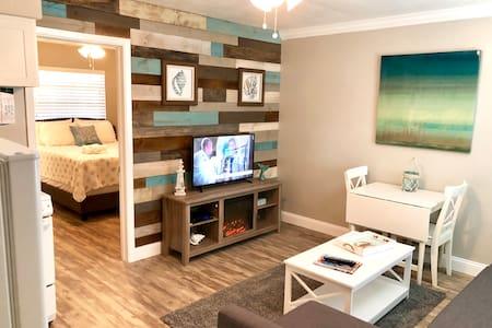 Renovated Clw Beach 1BR/1BA Suite 2 Porpoise Inn