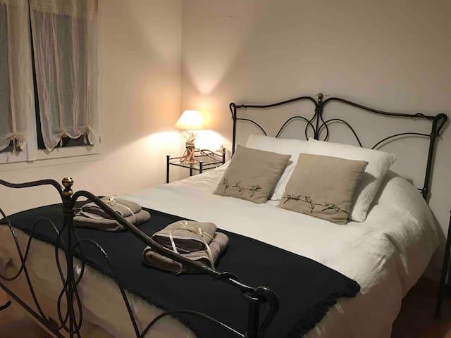 Chambre dans Villa au calme entre les oliviers