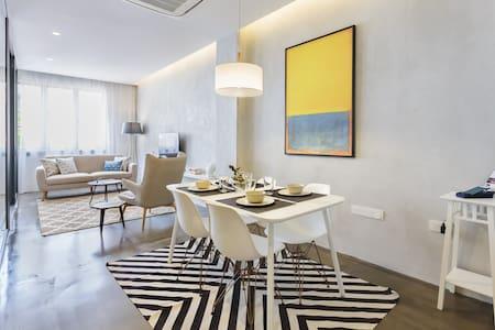 Modern, Stylish & Spacious 2 Bedroom in CBD