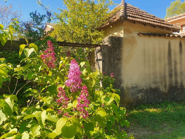 Peypin-d'Aigues的民宿