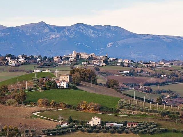 Monteleone di Fermo的民宿