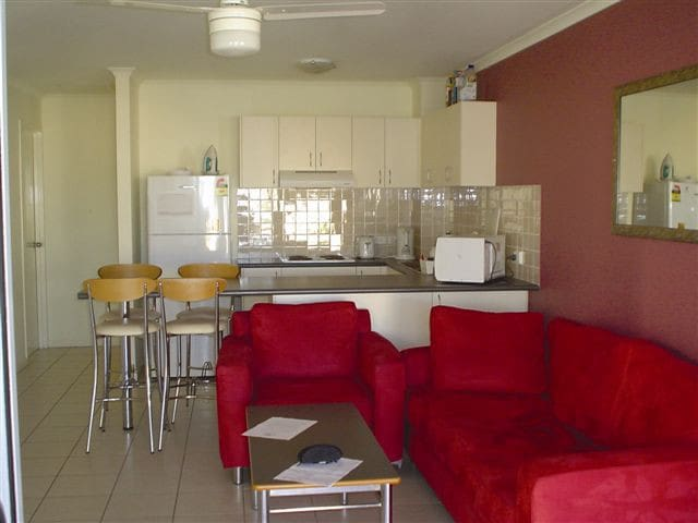 Sunshine Coast Affordable Student  Share Apartment