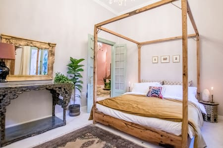 --Eclectic oasis in the heart of DOWNTOWN Cairo--
