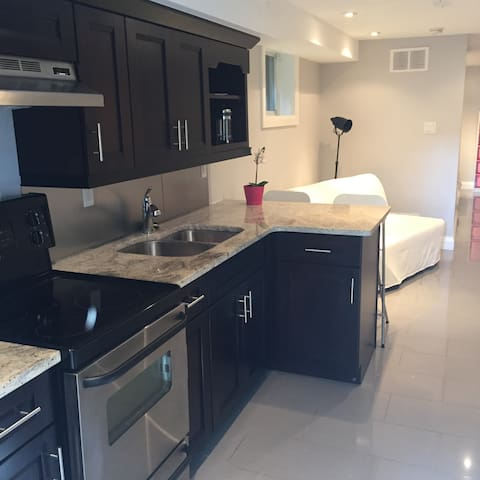 Separate, central,  modern apt w/ laundry in suite