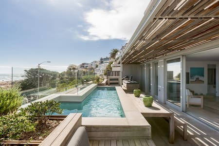 Waters Edge 1 - Luxury Villa - Camps Bay