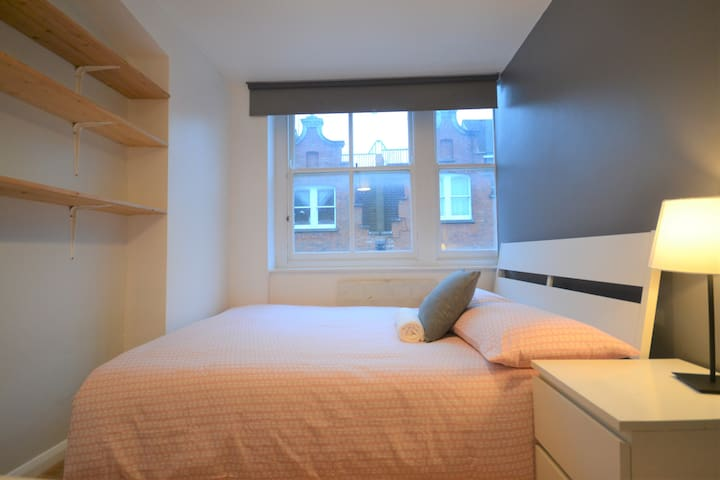 HB2-4 Double Room in the Heart of Brick Lane