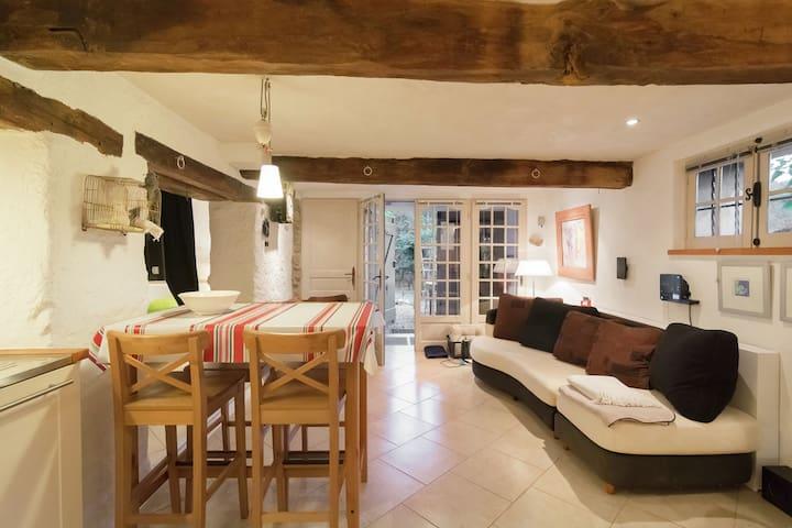 Attractive Holiday Home in La Forge del Mitg with Garden