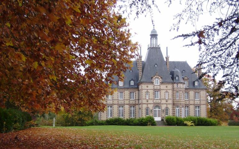 Noyen-sur-Sarthe的民宿