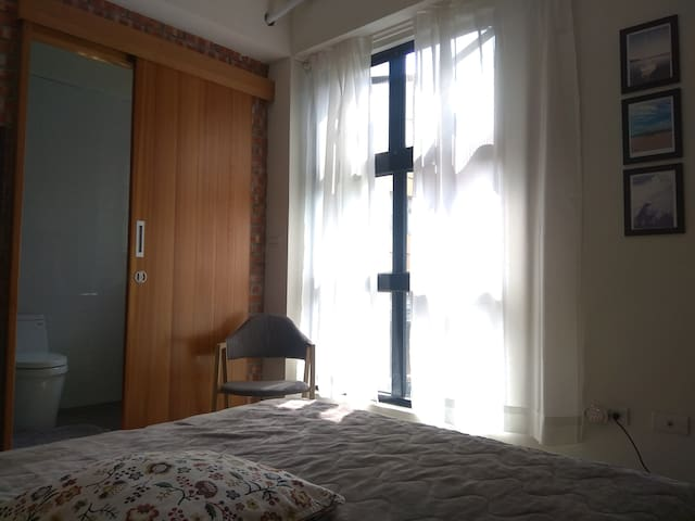 Double bed with private bathroom in Tainan Center