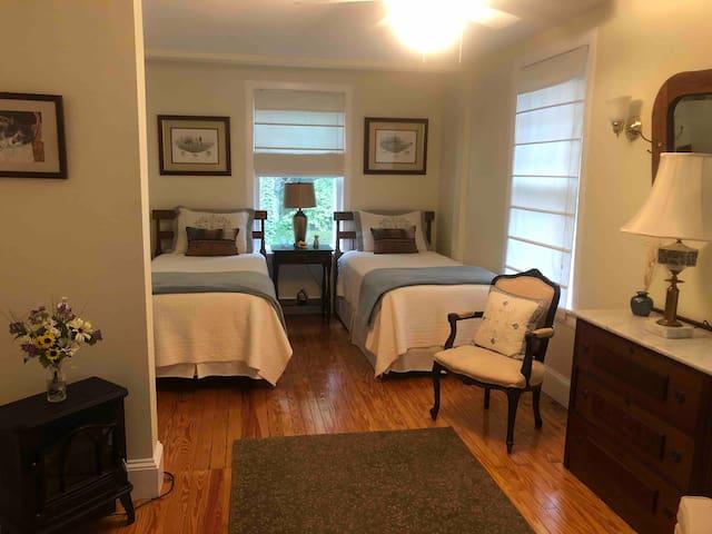 Brookview Suite / Brookside Manor
