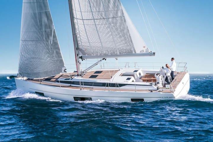 New Bavaria C45 Sail Boat 14 mtr in Cinque Terre