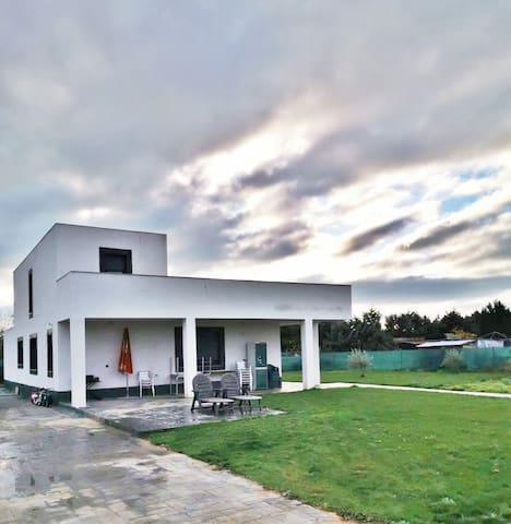 Moderna casa  1500m2 , Jacuzzi y Piscina Privados