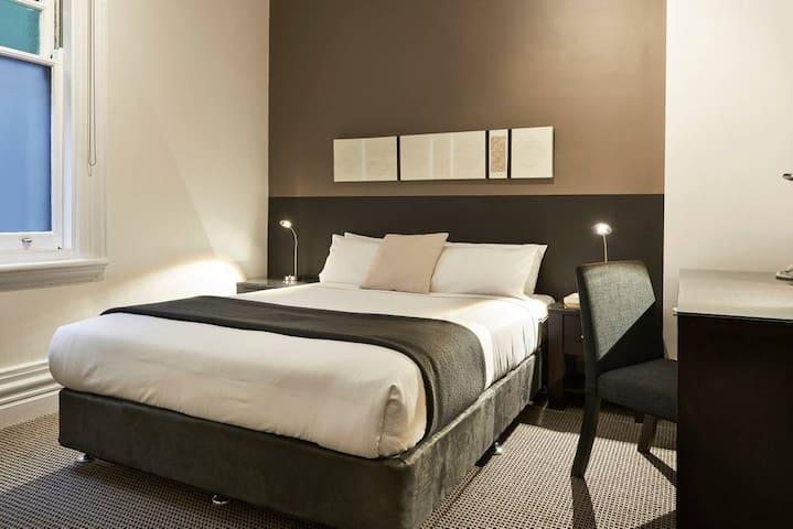 Stylish Queen rooms with en suite