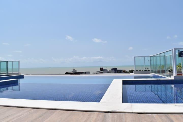 Flat à 200 m da Praia do Bessa com Área Completa.