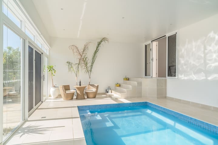 Heated Pool, Home Theatre, Pool Table, WiFi, Linen